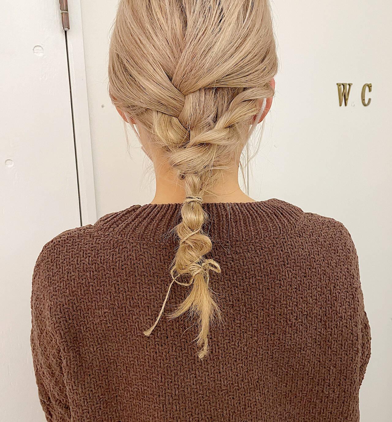 シアーベージュ ヘアアレンジ ミディアム ふわふわヘアアレンジヘアスタイルや髪型の写真・画像