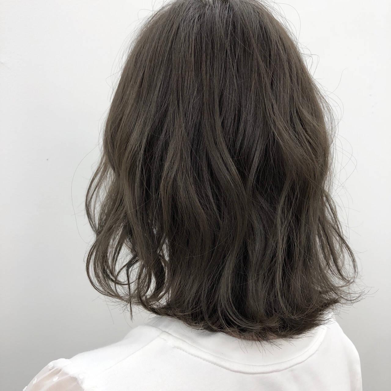 デート ボブ グレージュ オフィスヘアスタイルや髪型の写真・画像