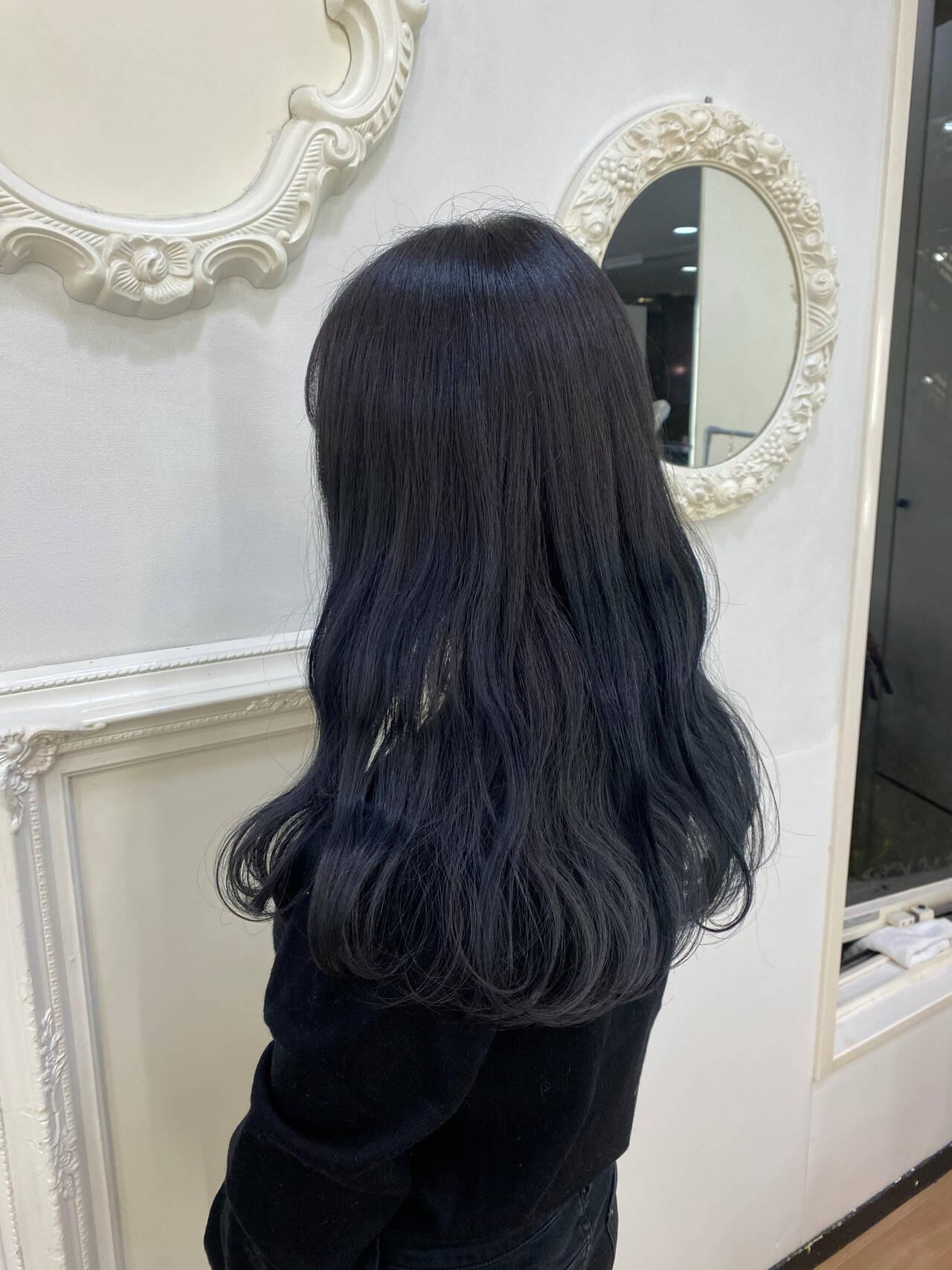 ブルーアッシュ ロング ブルージュ ブルーヘアスタイルや髪型の写真・画像