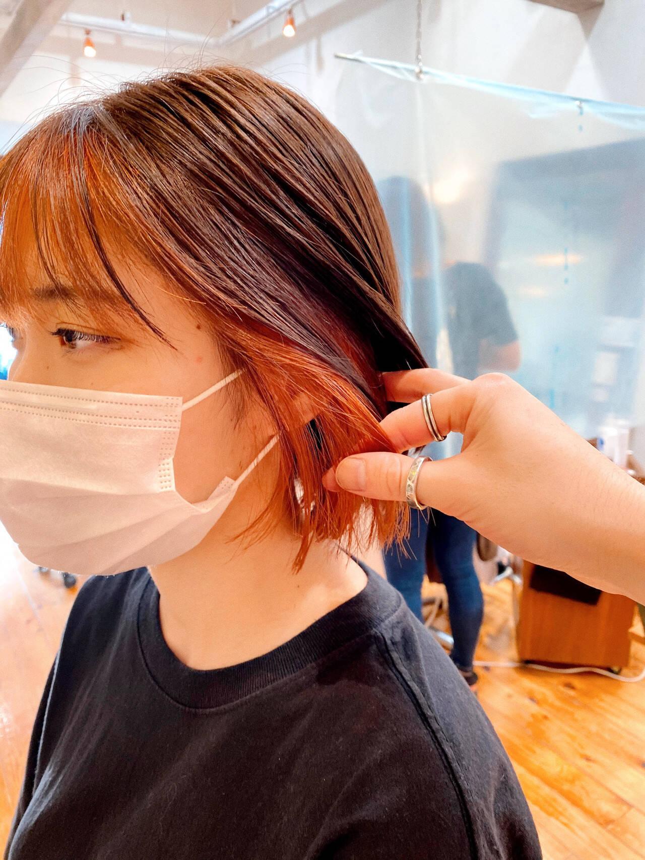 インナーカラー 切りっぱなしボブ オレンジベージュ ミニボブヘアスタイルや髪型の写真・画像