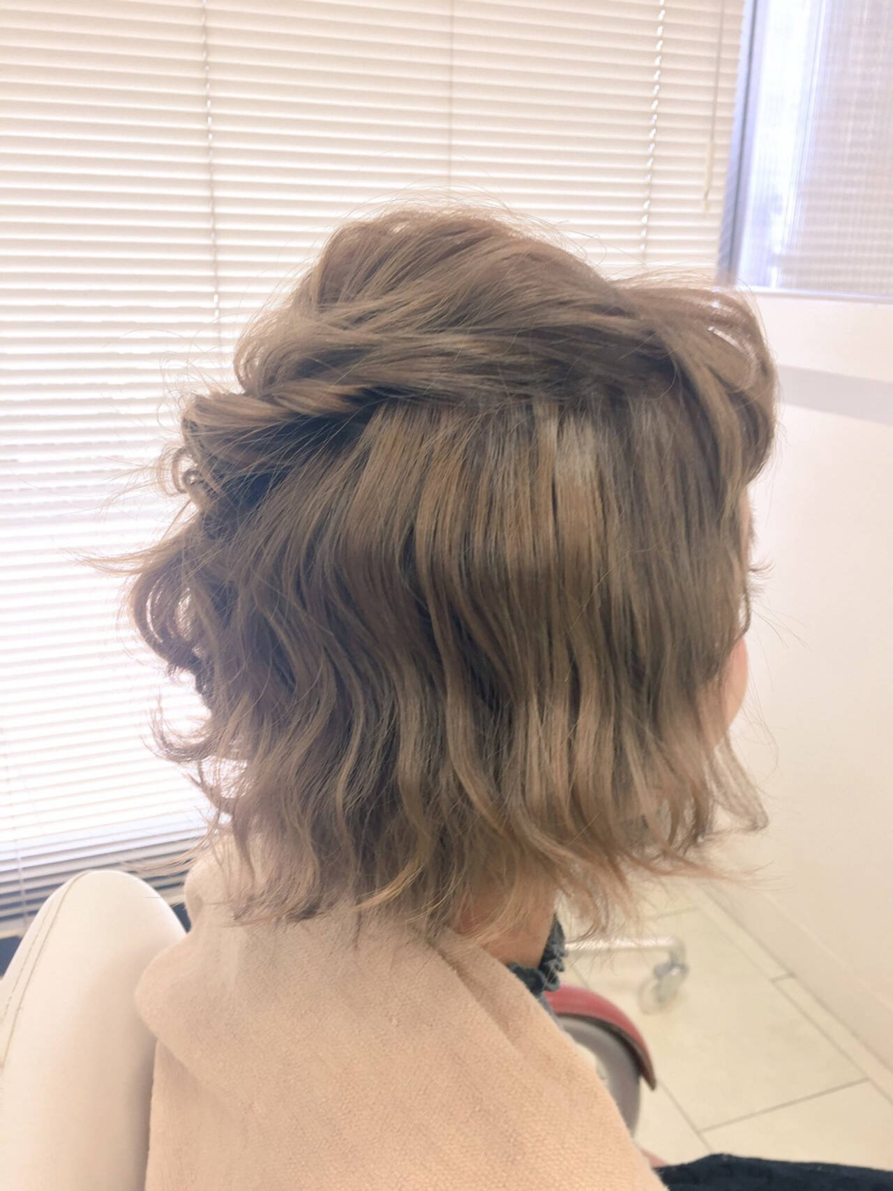 波ウェーブ ショート ヘアアレンジ ハーフアップヘアスタイルや髪型の写真・画像