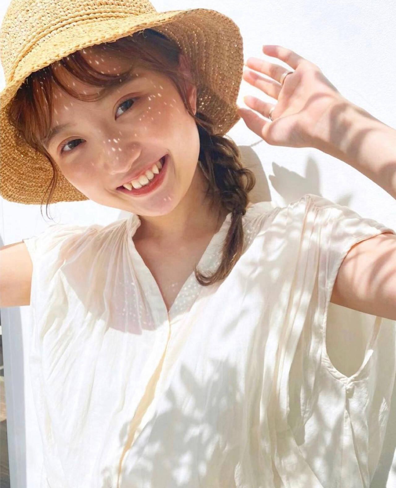 簡単ヘアアレンジ 帽子が似合う 麦わら帽子 ミディアムヘアスタイルや髪型の写真・画像