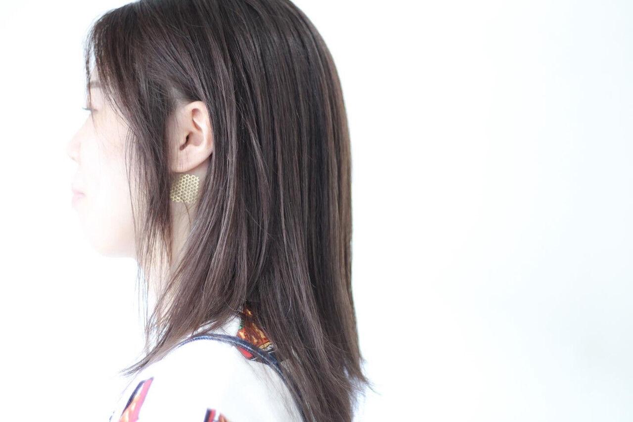 アッシュ セミロング アッシュグレージュ ナチュラルヘアスタイルや髪型の写真・画像