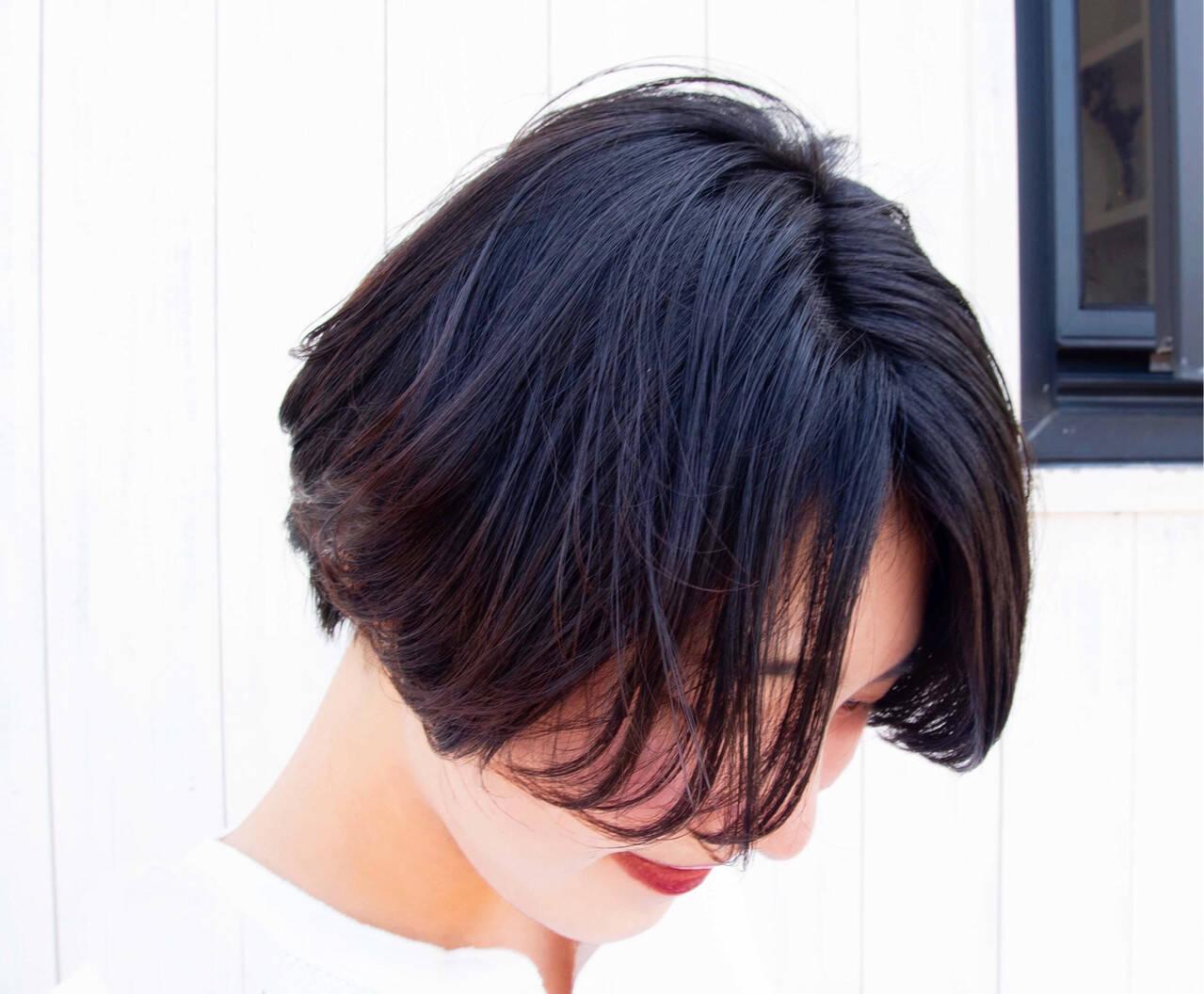 ショートボブ ナチュラル マッシュショート 前下がりショートヘアスタイルや髪型の写真・画像