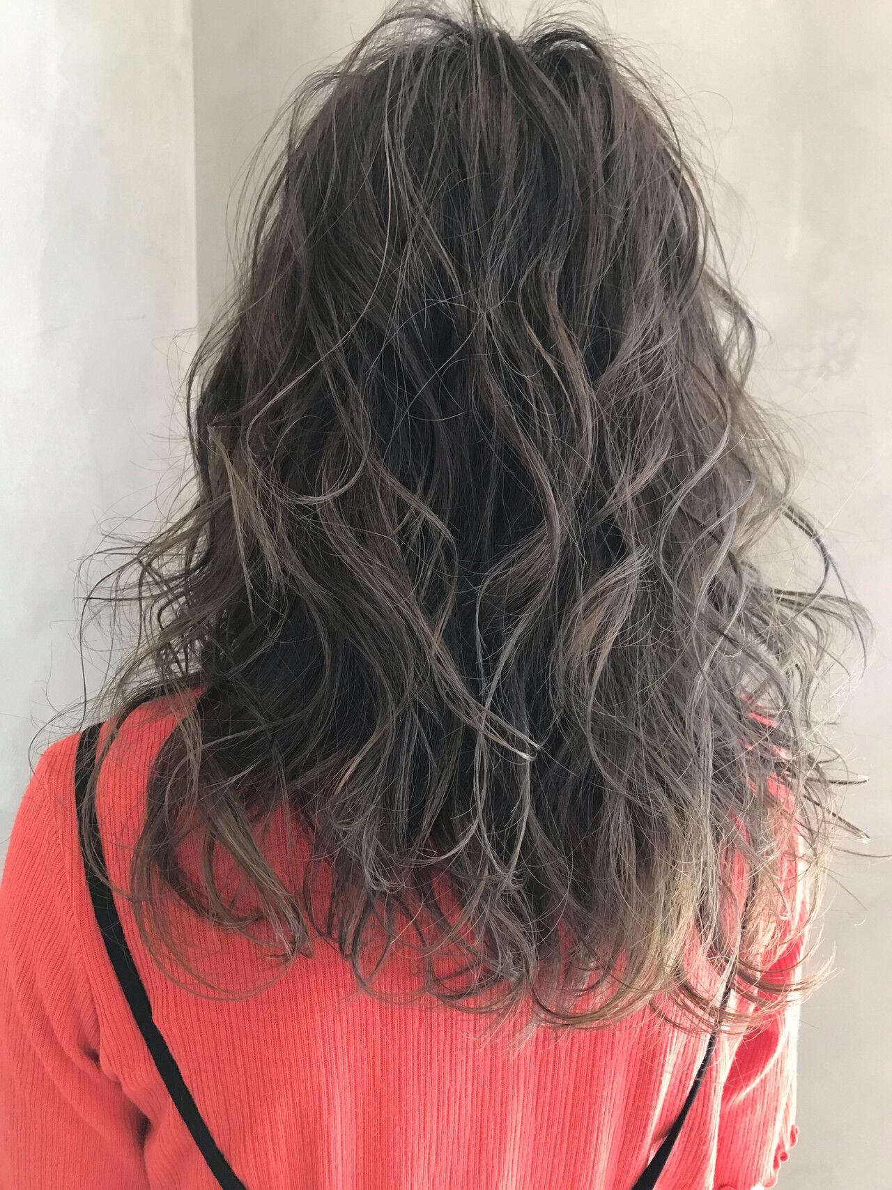 ハイライト 極細ハイライト グレージュ 大人ハイライトヘアスタイルや髪型の写真・画像