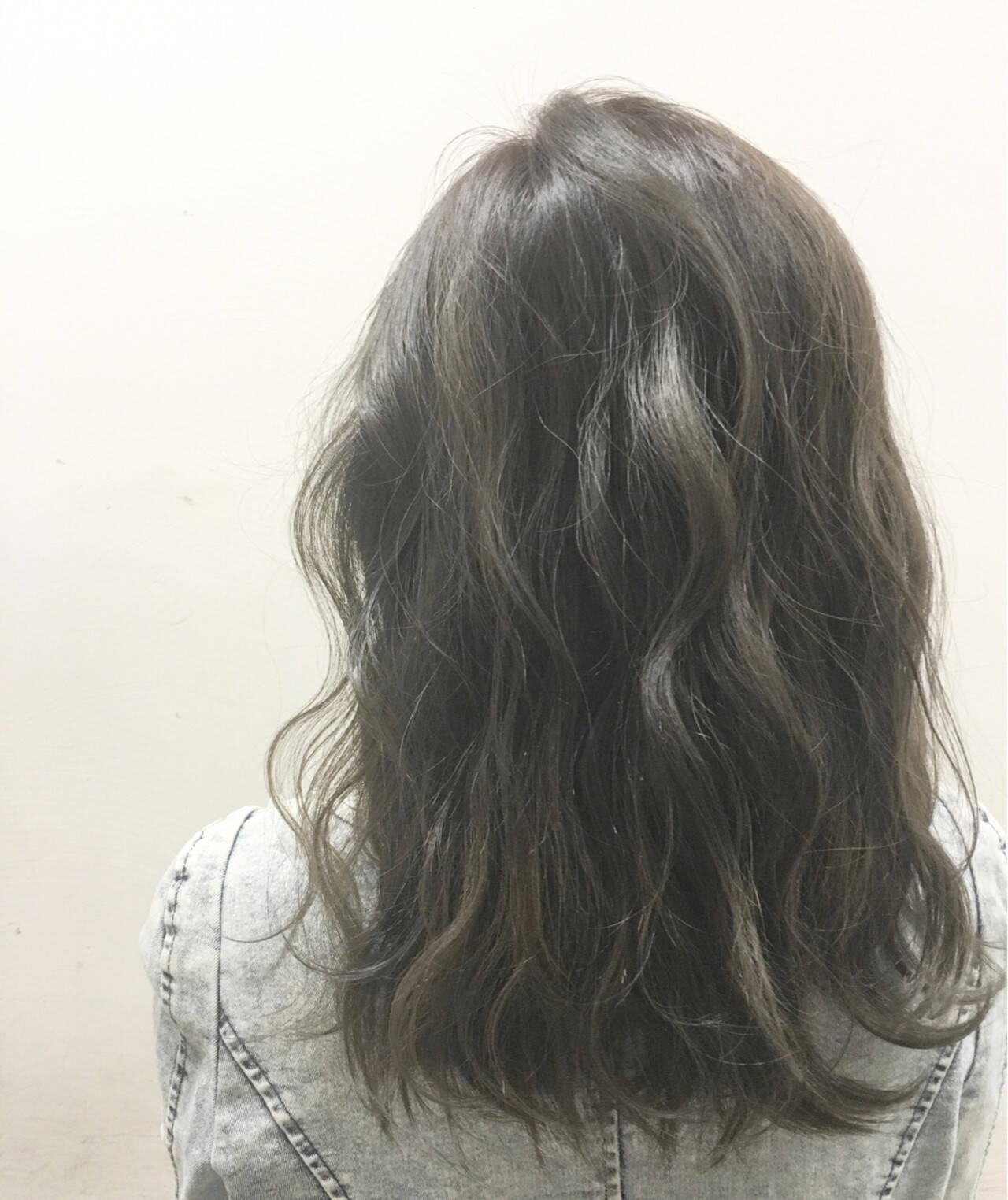 暗髪 アッシュ ハイライト 外国人風ヘアスタイルや髪型の写真・画像