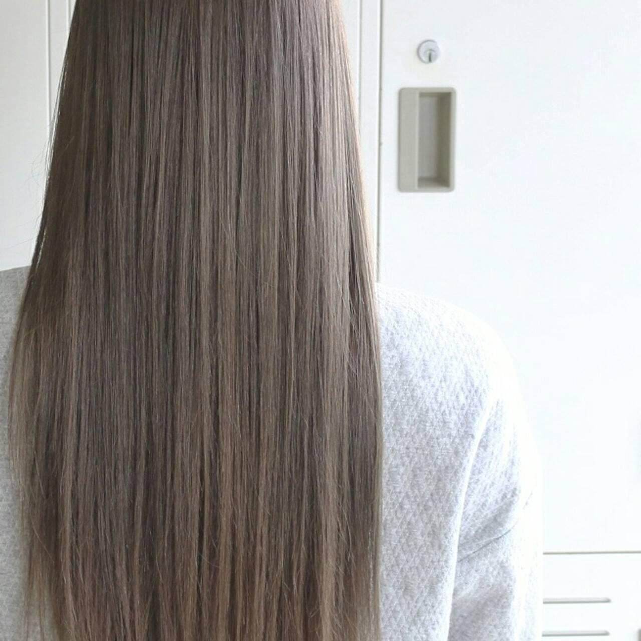 ロング 大人かわいい エレガント アッシュヘアスタイルや髪型の写真・画像