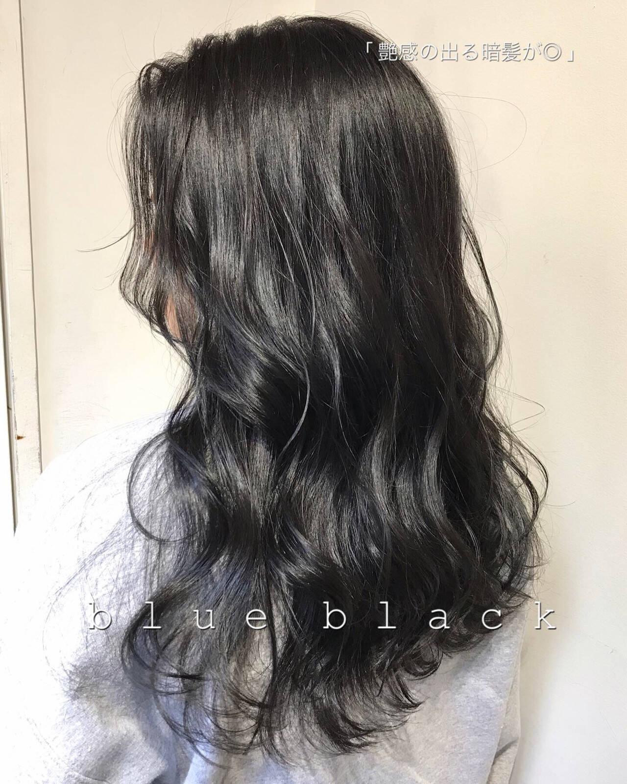 ナチュラル ブルーブラック オフィス グレージュヘアスタイルや髪型の写真・画像