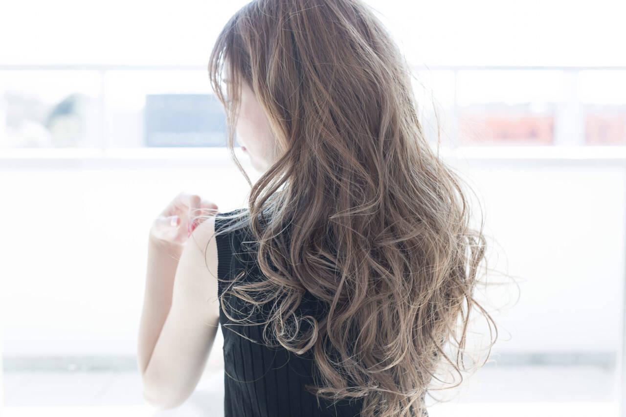 ブリーチ アッシュ ミルクティー 透明感ヘアスタイルや髪型の写真・画像