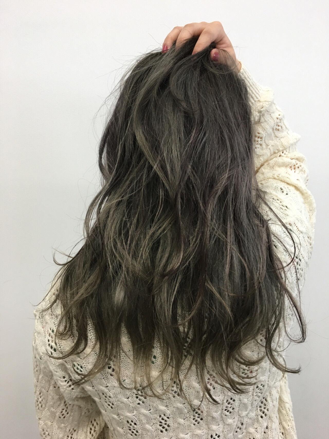 外国人風 グレージュ アッシュ セミロングヘアスタイルや髪型の写真・画像