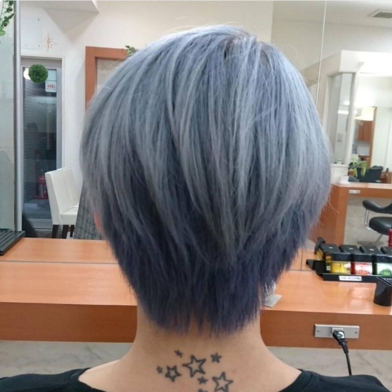 シルバー ブルー ハイトーン ショートヘアスタイルや髪型の写真・画像