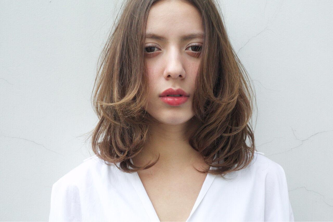 ミルクティー デート 大人女子 上品ヘアスタイルや髪型の写真・画像