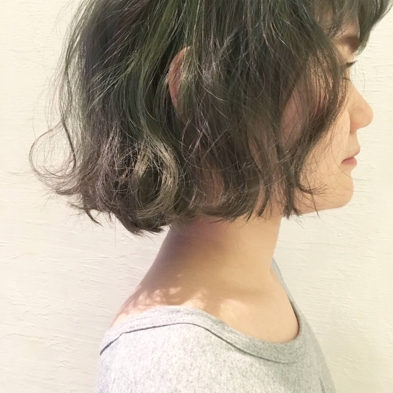 暗髪 グラデーションカラー ゆるふわ パーマヘアスタイルや髪型の写真・画像