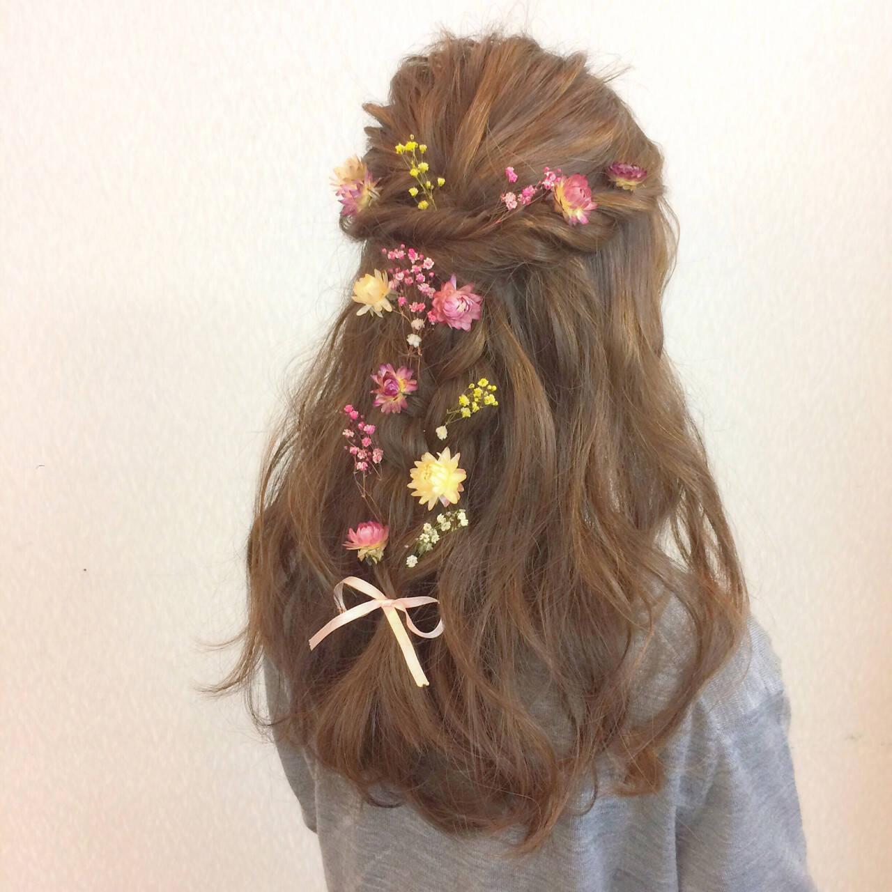 フェミニン ヘアアレンジ 結婚式 三つ編みヘアスタイルや髪型の写真・画像