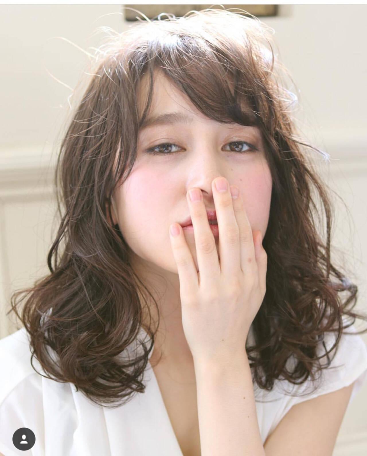 大人かわいい フェミニン ヘアアレンジ セミロングヘアスタイルや髪型の写真・画像