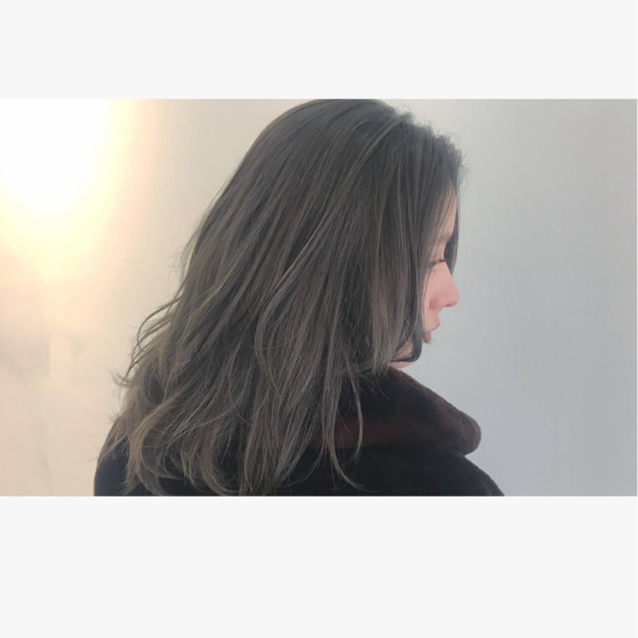 ニュアンス ストリート アッシュ フリンジバングヘアスタイルや髪型の写真・画像