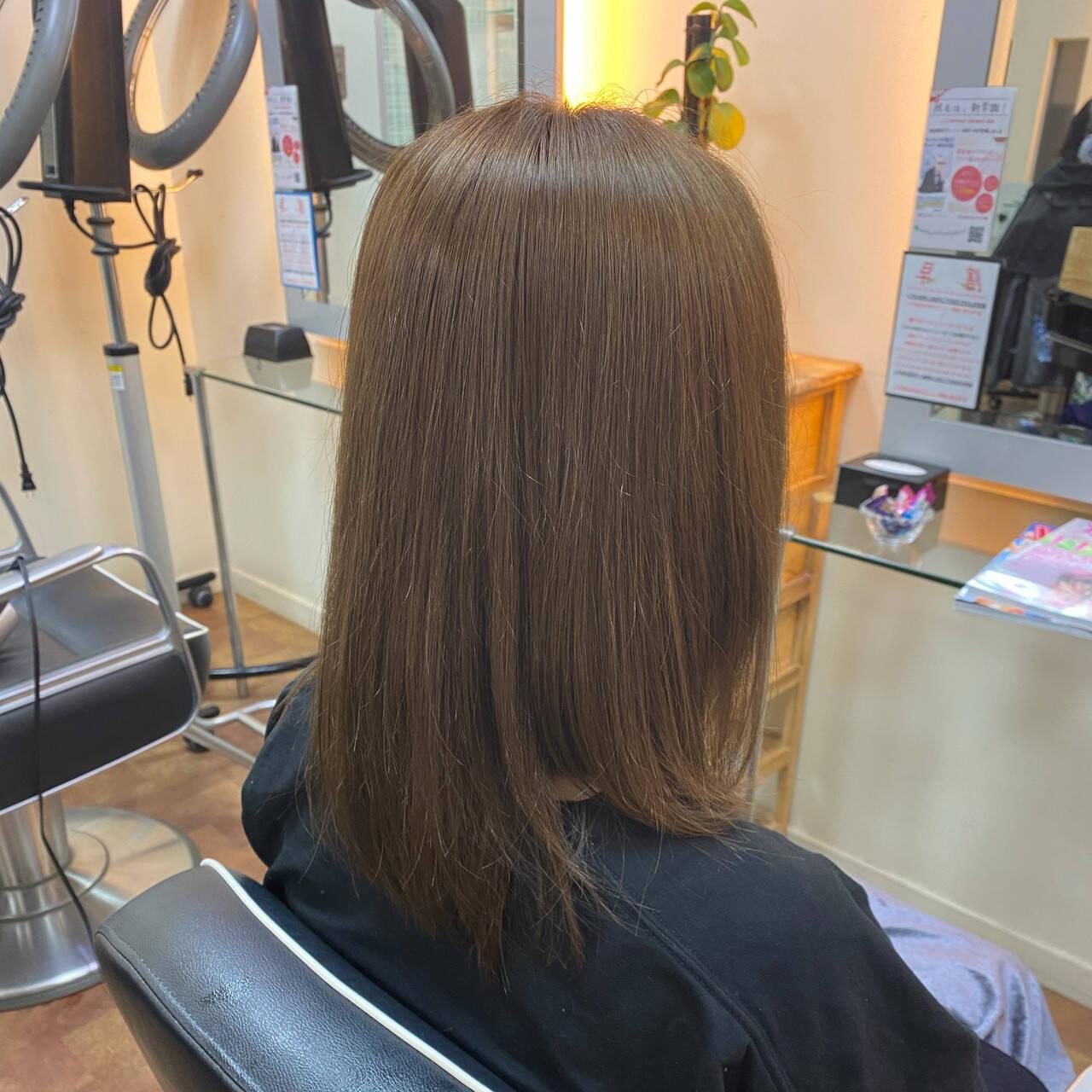 艶髪 ミルクティーベージュ ミルクティー ミルクティーアッシュヘアスタイルや髪型の写真・画像