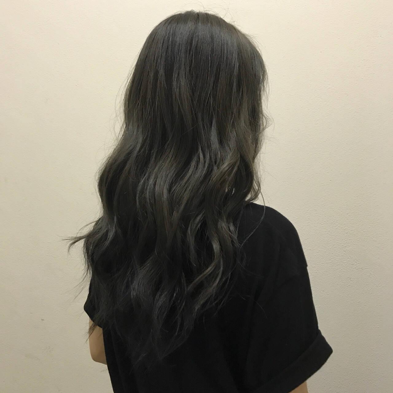 ナチュラル ロング 透明感 オリーブアッシュヘアスタイルや髪型の写真・画像