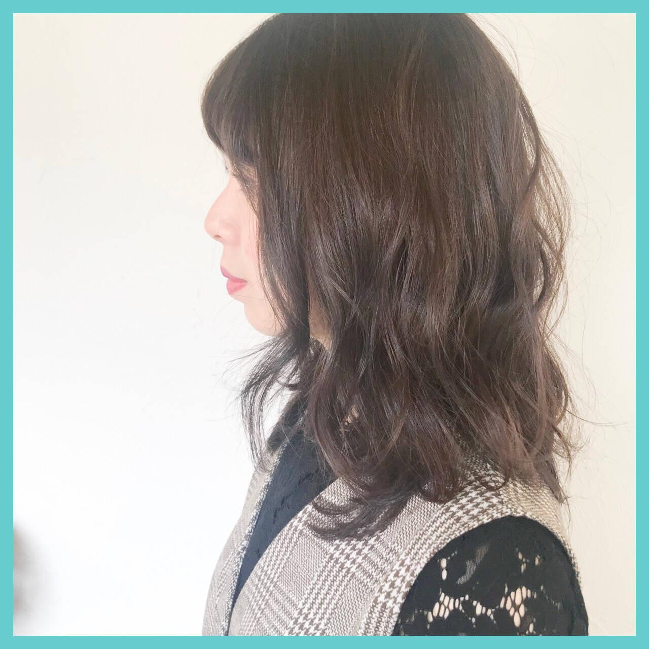 ミディアム 愛され ウェーブ モテ髪ヘアスタイルや髪型の写真・画像