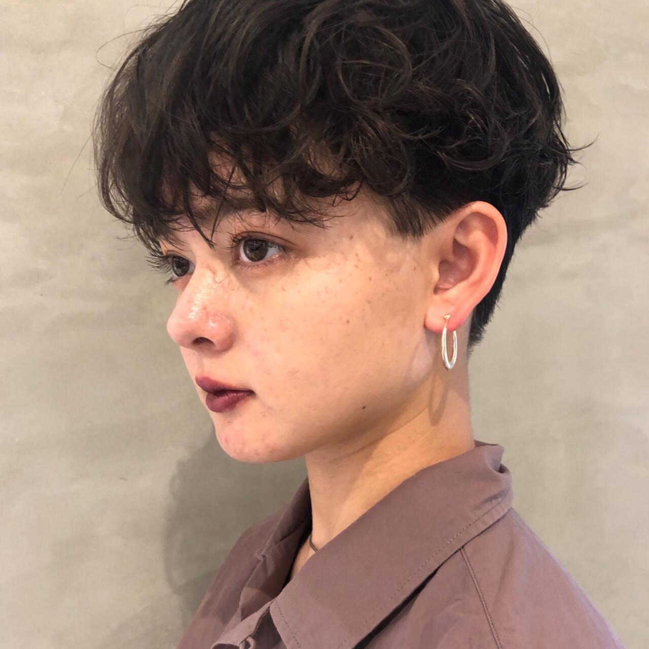 パーマ ナチュラル 大人ショート ハンサムショートヘアスタイルや髪型の写真・画像