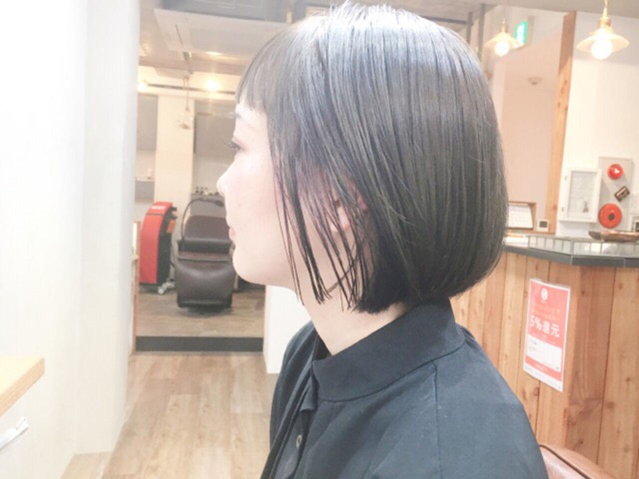 ピンクアッシュ ピンクベージュ 切りっぱなしボブ ナチュラルヘアスタイルや髪型の写真・画像