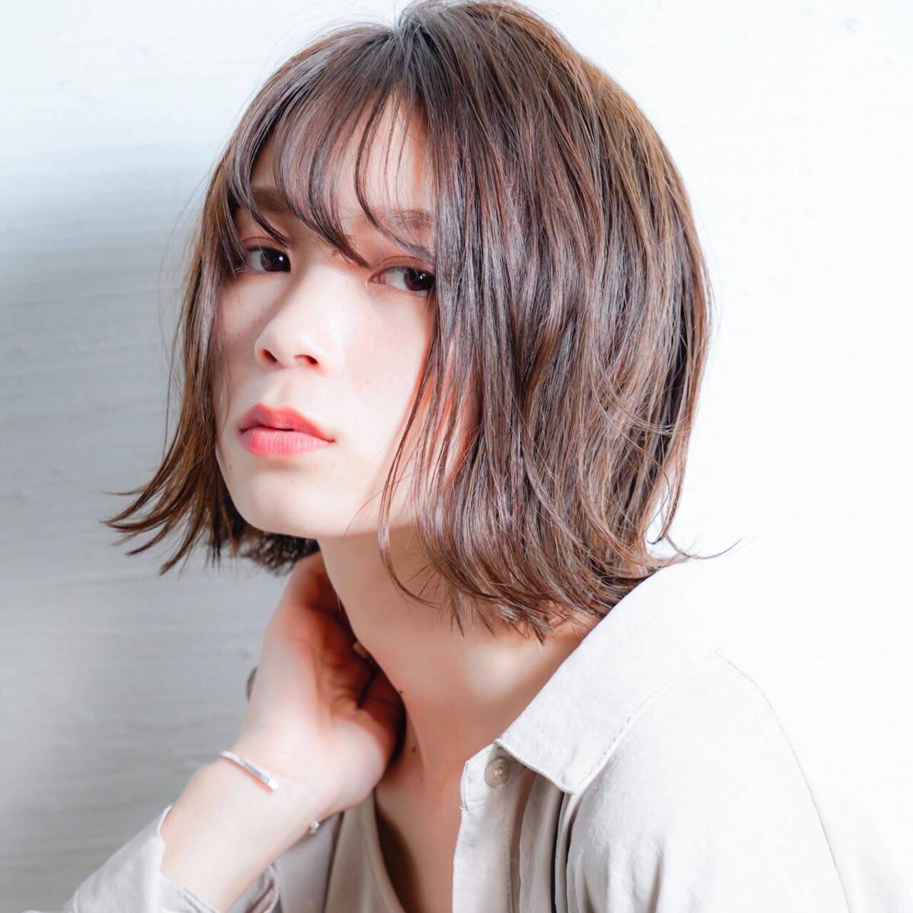 レイヤーボブ ナチュラル デート 前下がりボブヘアスタイルや髪型の写真・画像