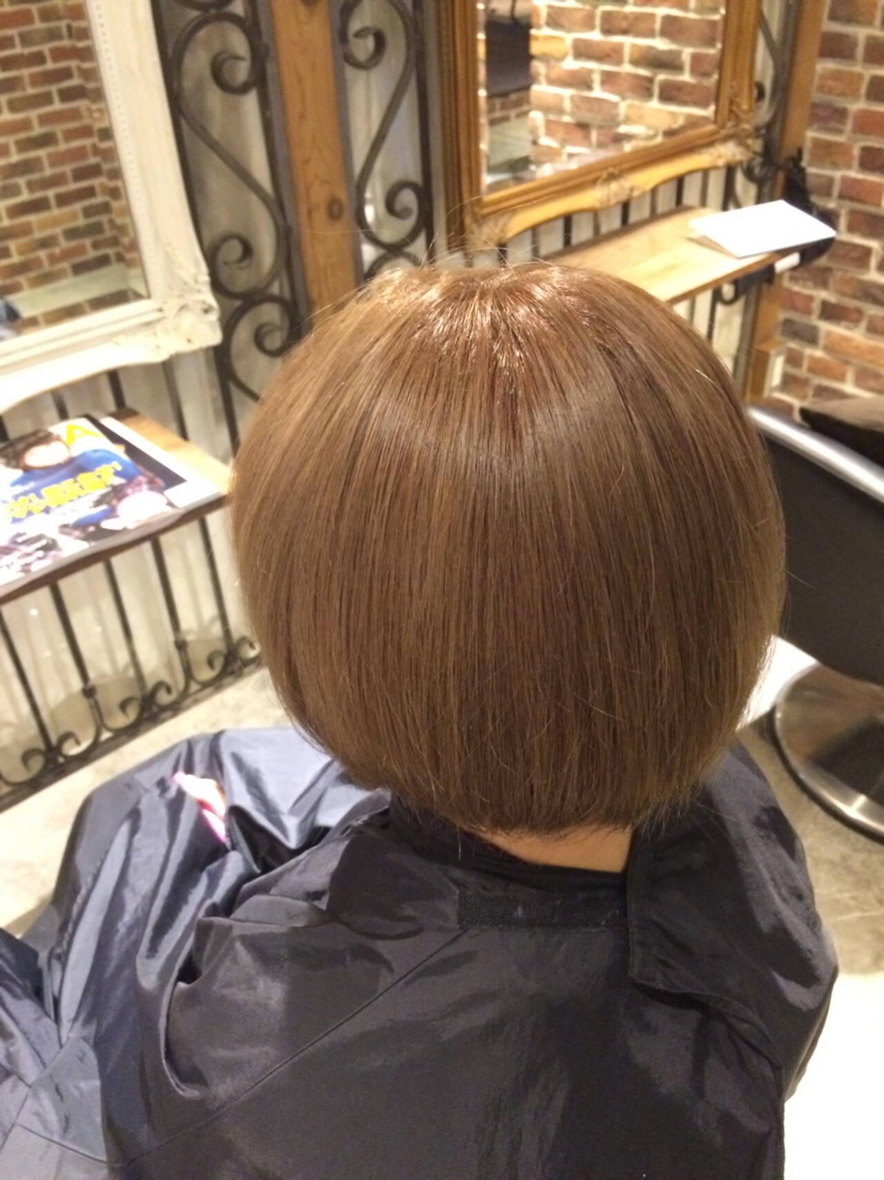 ダブルカラー ショートボブ ガーリー ヌーディベージュヘアスタイルや髪型の写真・画像