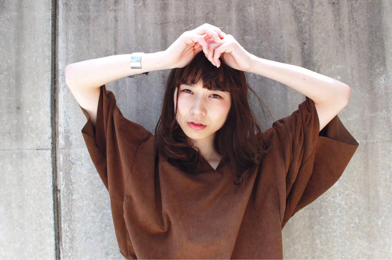 ミディアム 黒髪 ピュア モードヘアスタイルや髪型の写真・画像