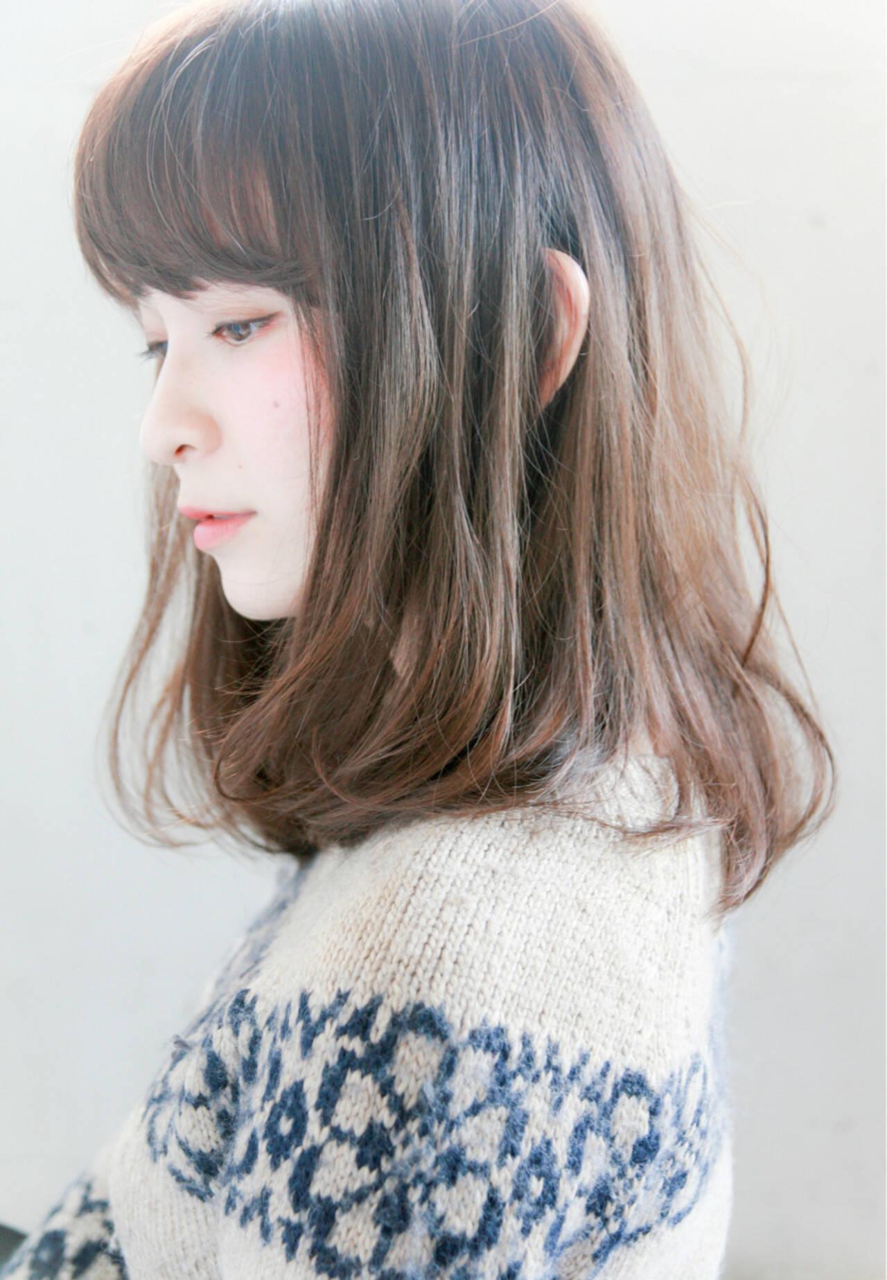 暗髪 ナチュラル グレージュ ミディアムヘアスタイルや髪型の写真・画像