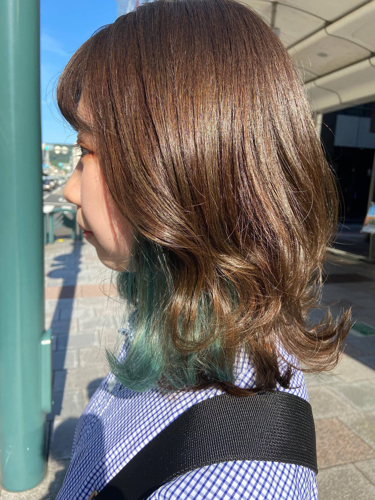 インナーカラー エメラルドグリーンカラー ミディアム ブリーチヘアスタイルや髪型の写真・画像