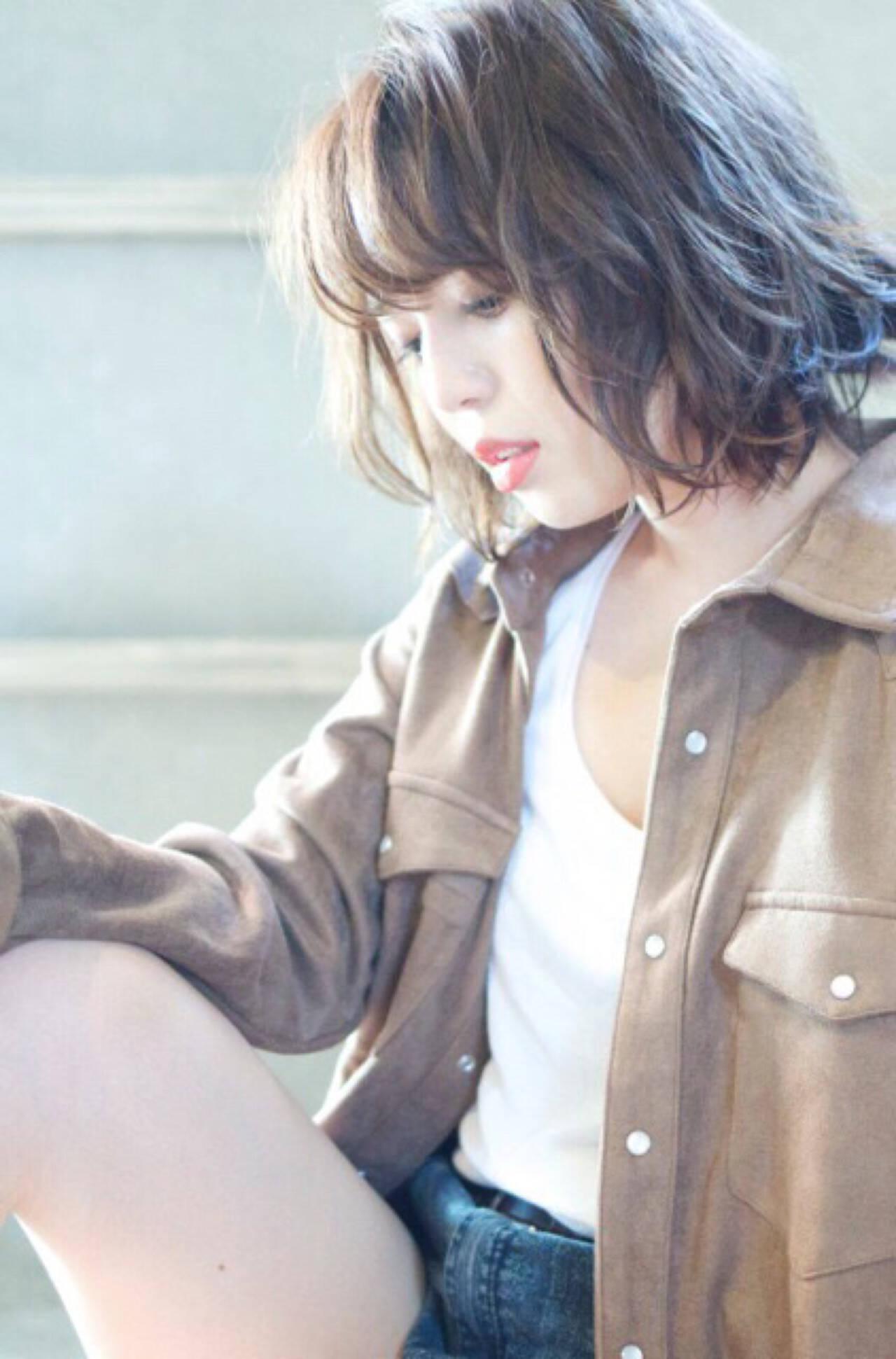 パーマ ミディアム アッシュ ゆるふわヘアスタイルや髪型の写真・画像