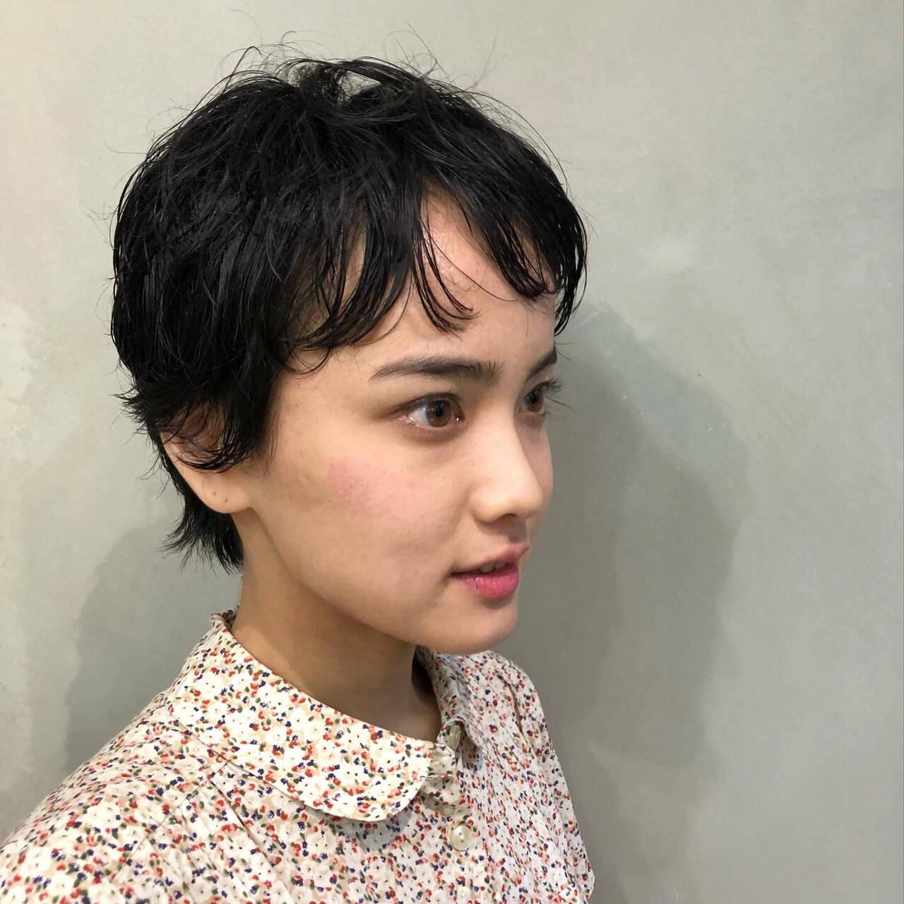 ウルフカット ショート ミニボブ ナチュラルヘアスタイルや髪型の写真・画像