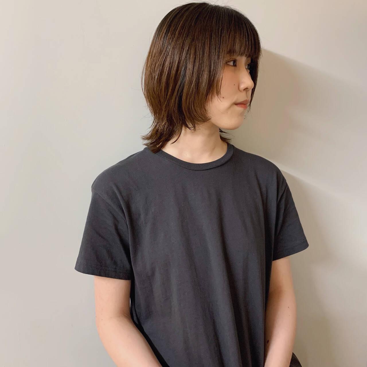 ミディアムヘアー ライフスタイル ナチュラル ウルフカットヘアスタイルや髪型の写真・画像
