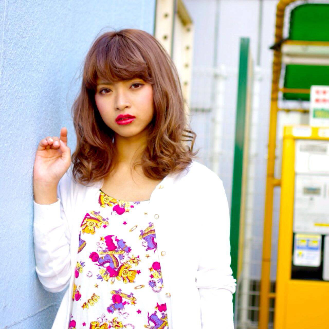 ミディアム ストリート 外国人風 オン眉ヘアスタイルや髪型の写真・画像