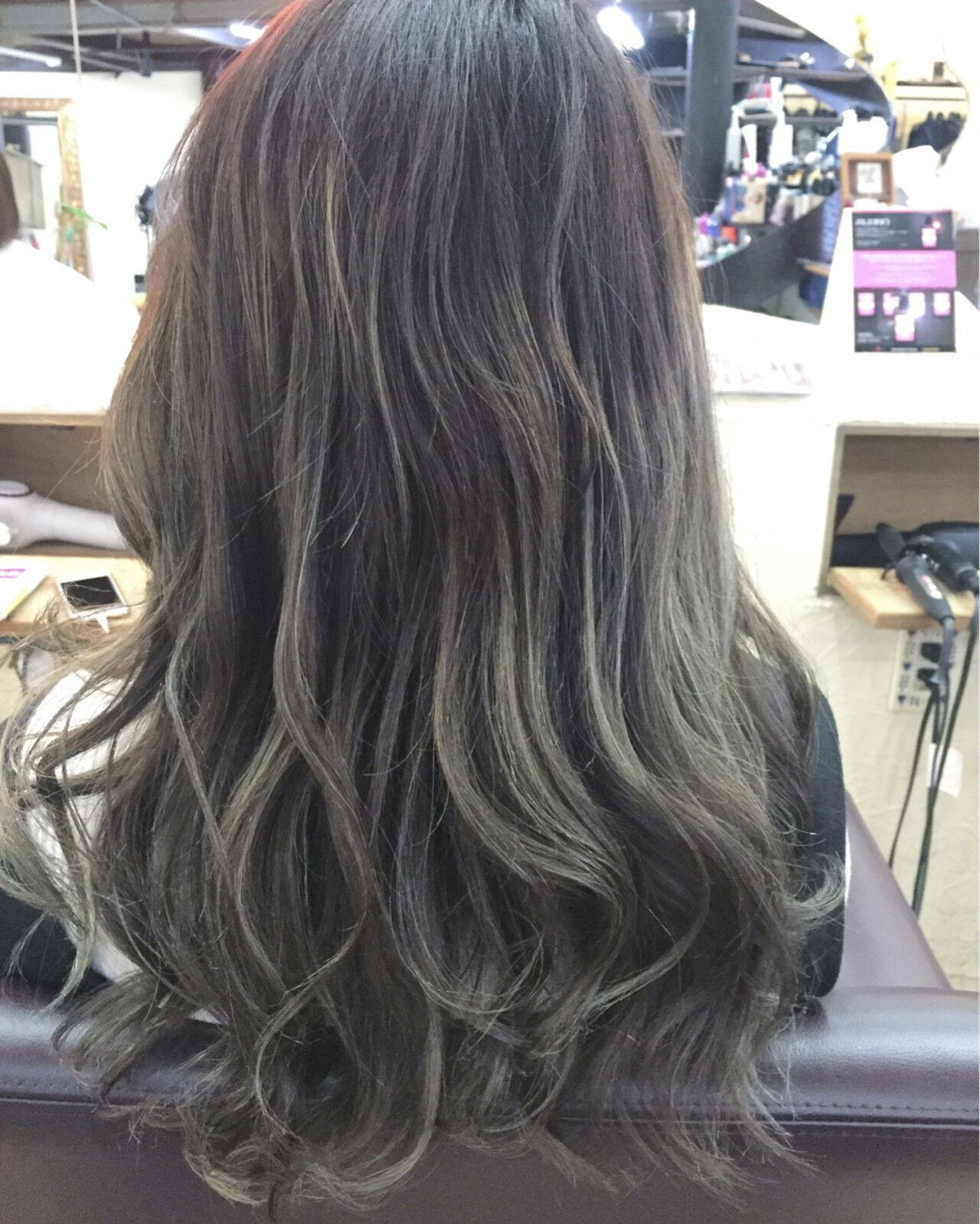 フェミニン アッシュグレージュ グラデーションカラー ニュアンスヘアスタイルや髪型の写真・画像