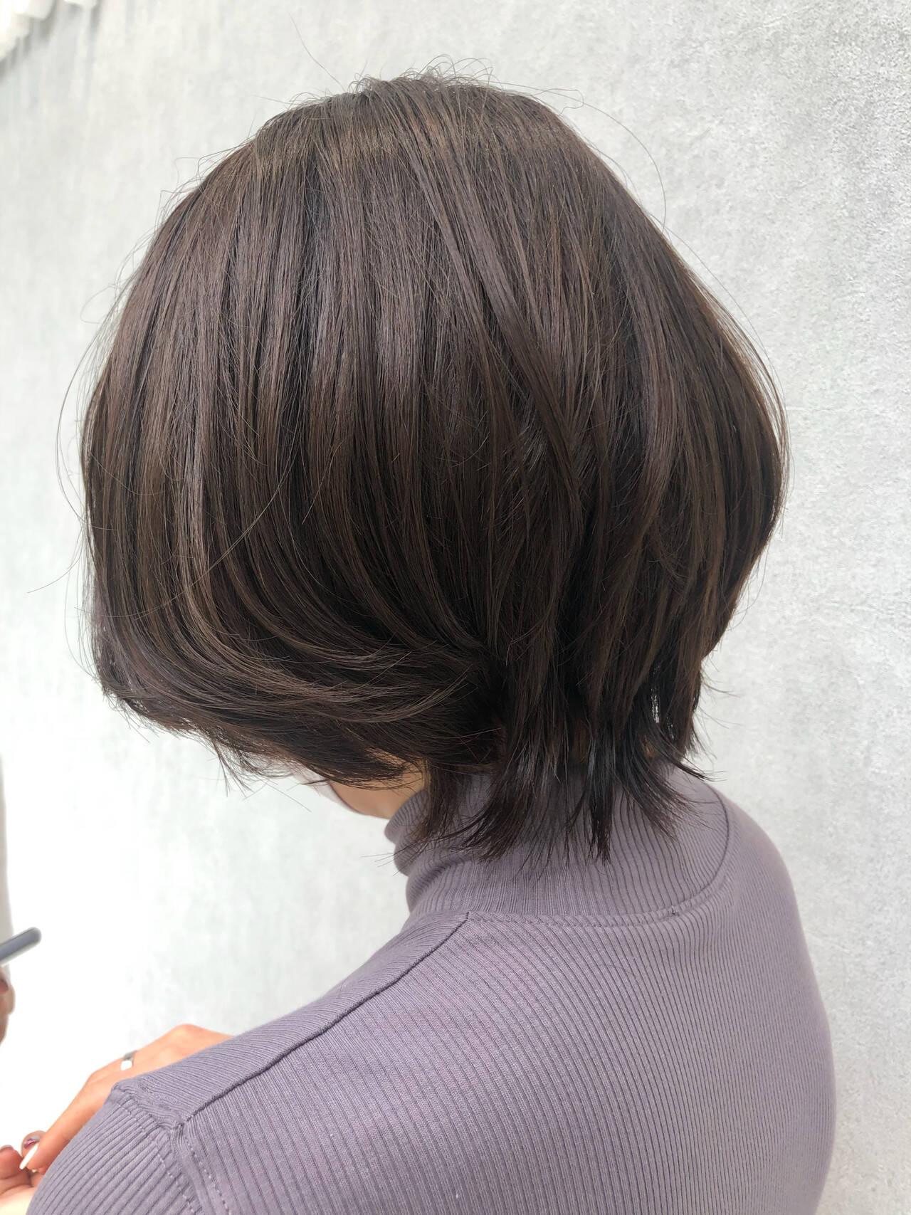 ショートヘア ゆる巻き ナチュラル ウルフカットヘアスタイルや髪型の写真・画像