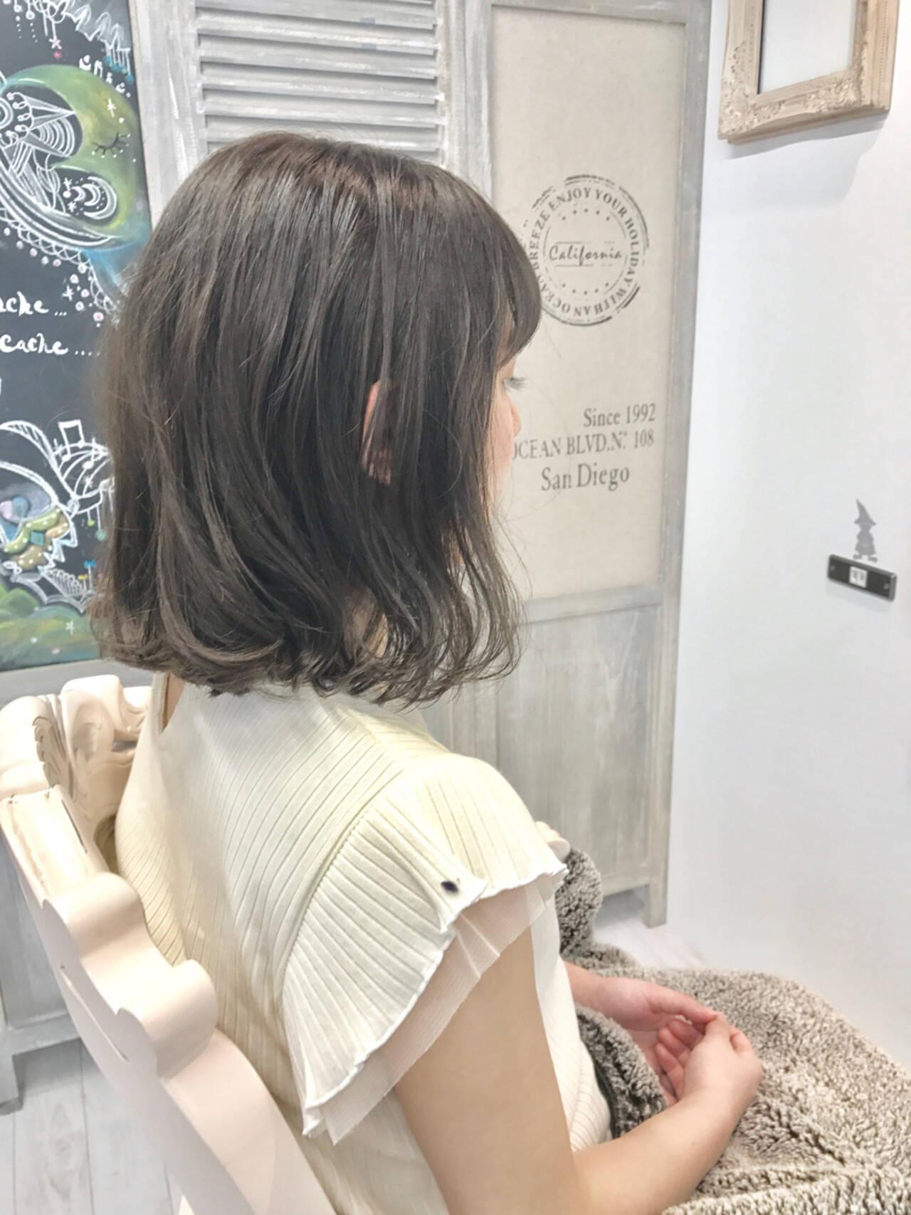 ミディアム ボブ アンニュイ 雨の日ヘアスタイルや髪型の写真・画像