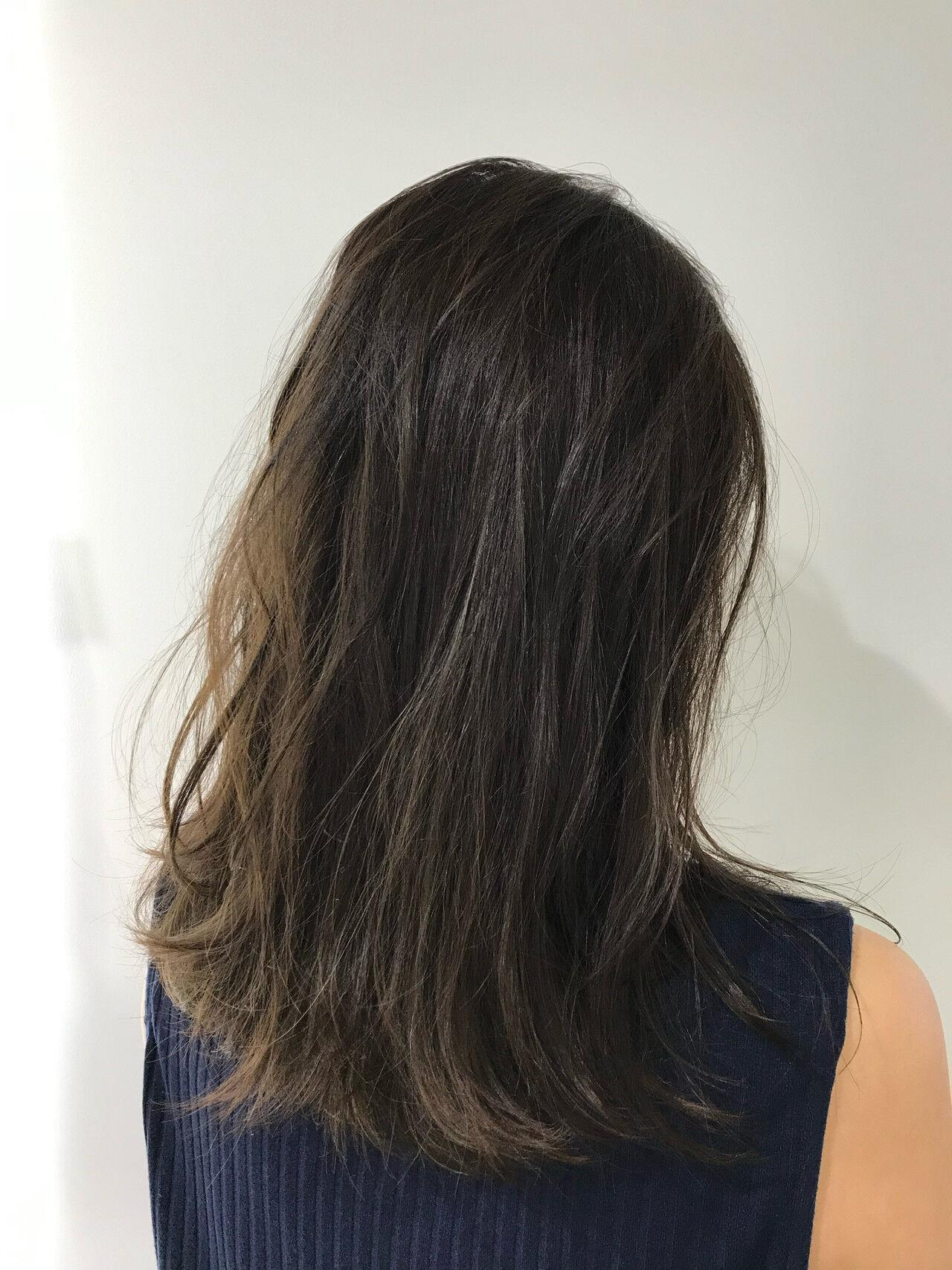 セミロング 透明感カラー グレージュ 個性的ヘアスタイルや髪型の写真・画像