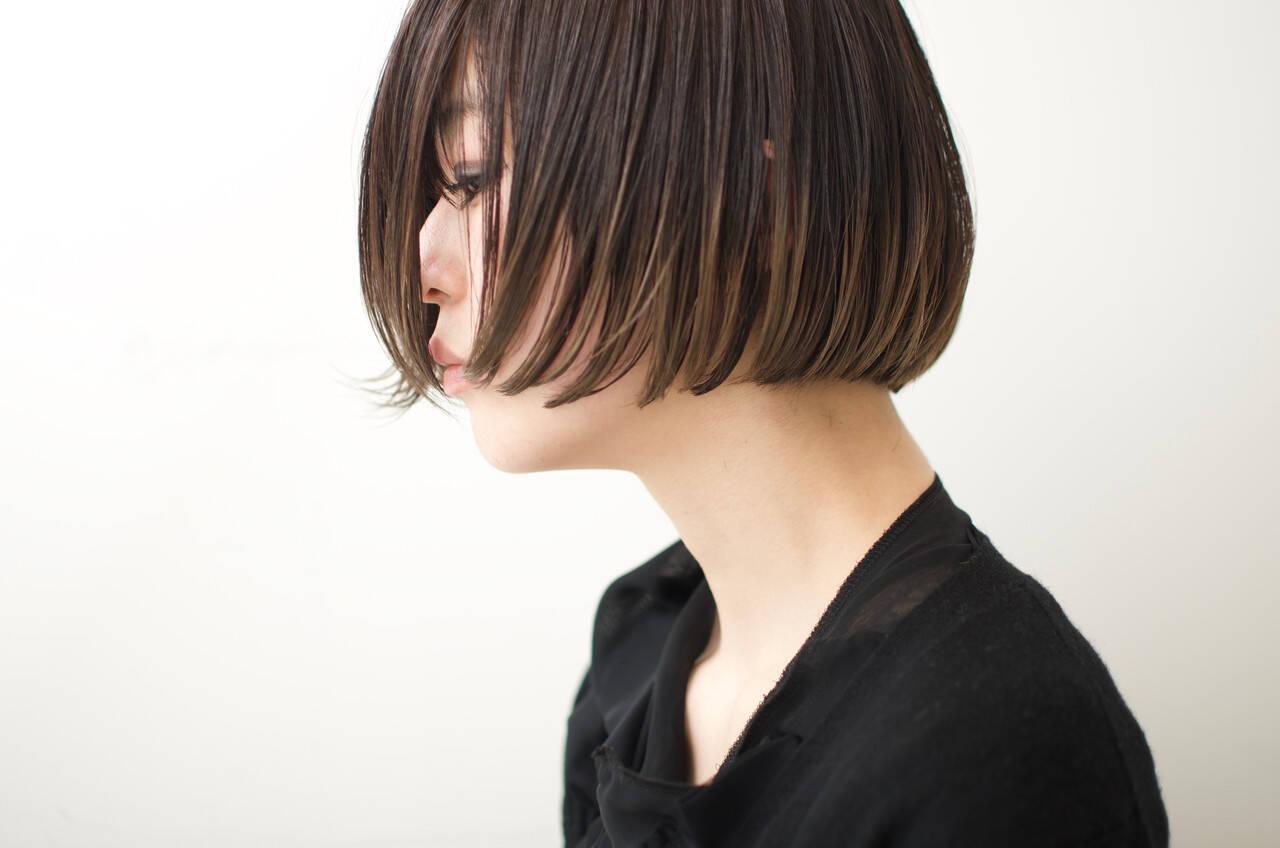 ぱっつん 切りっぱなしボブ ショートボブ ナチュラルヘアスタイルや髪型の写真・画像
