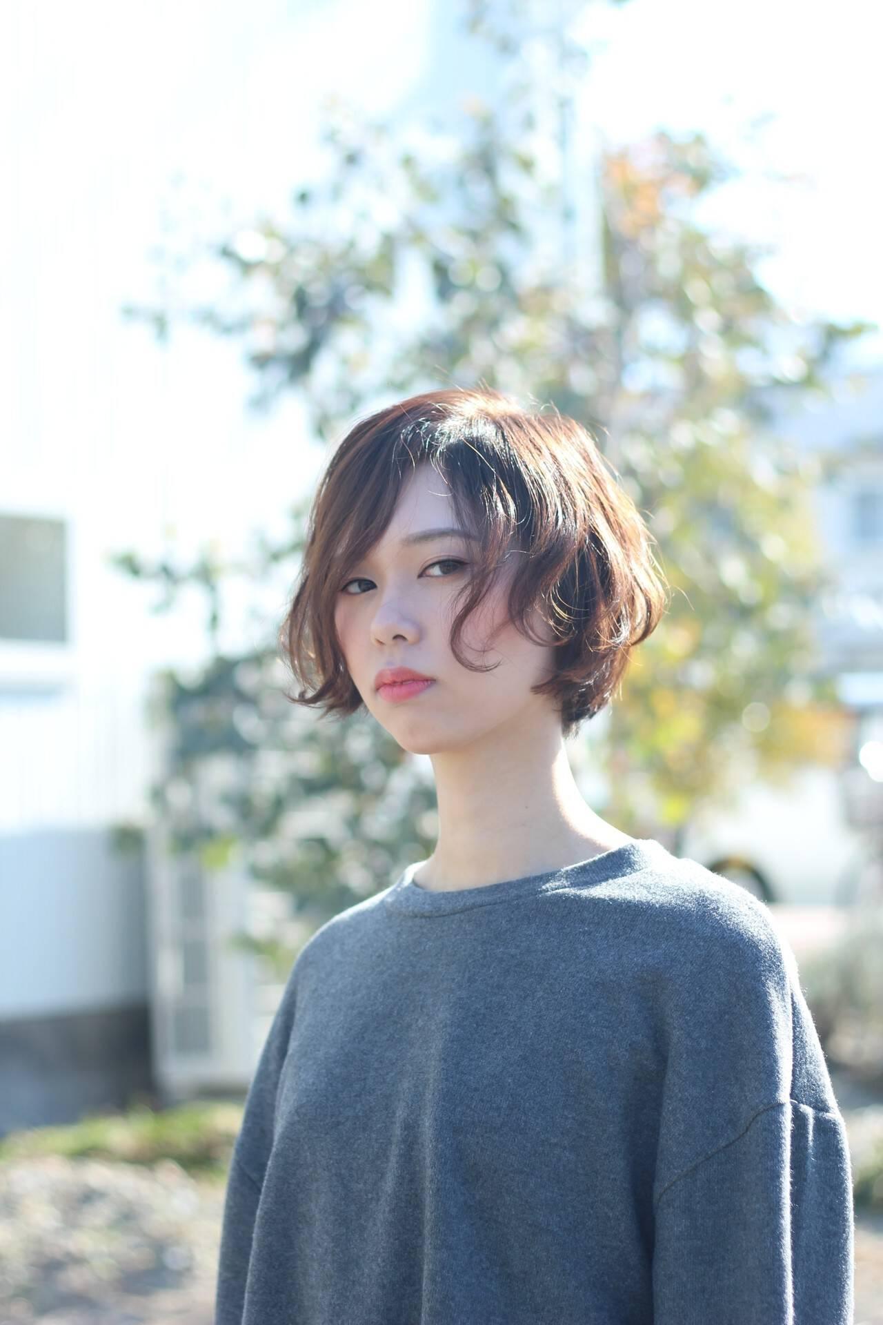 大人かわいい アンニュイほつれヘア ショート ニュアンスヘアスタイルや髪型の写真・画像