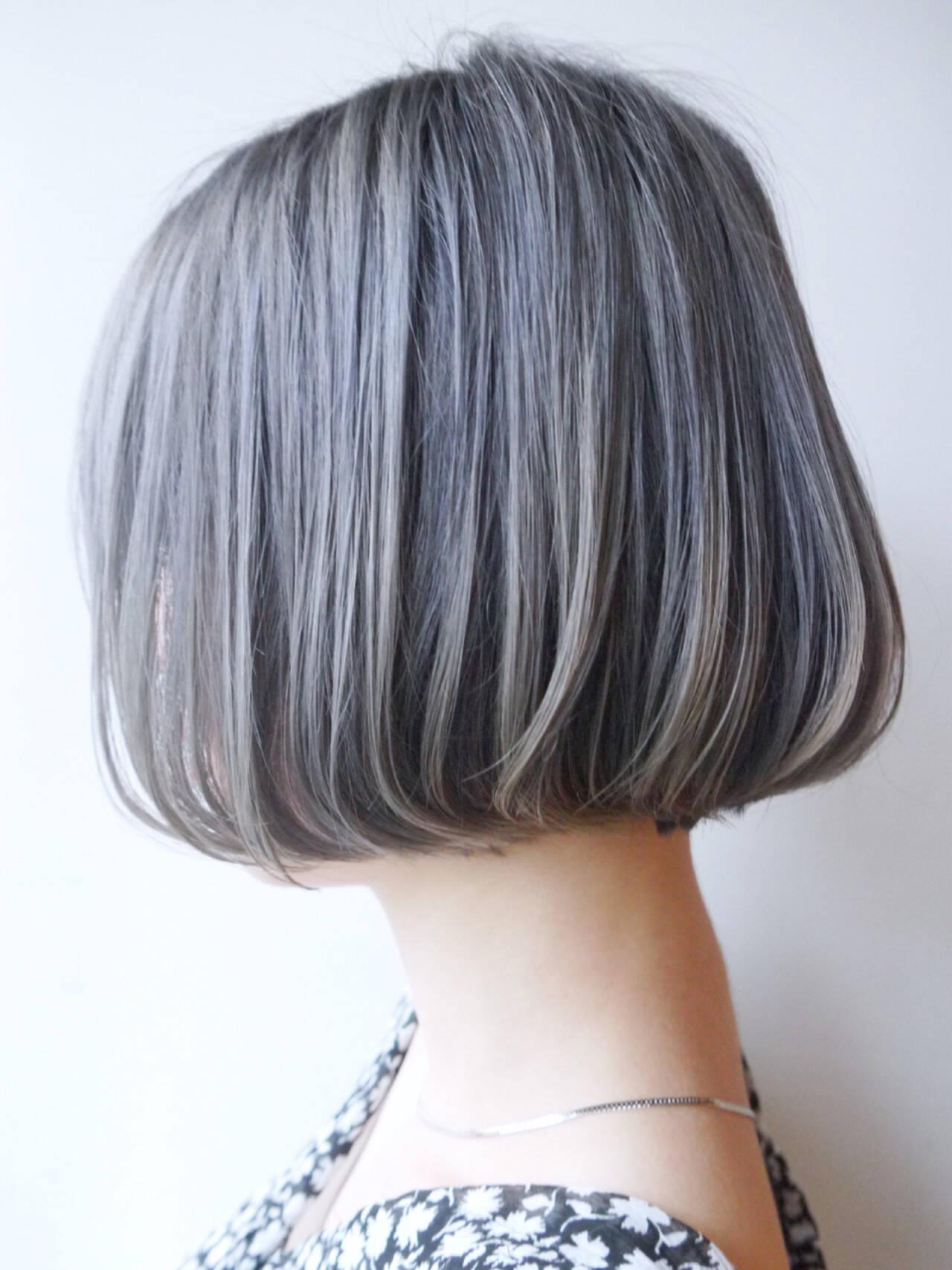グレーアッシュ モード ボブ アッシュグレーヘアスタイルや髪型の写真・画像