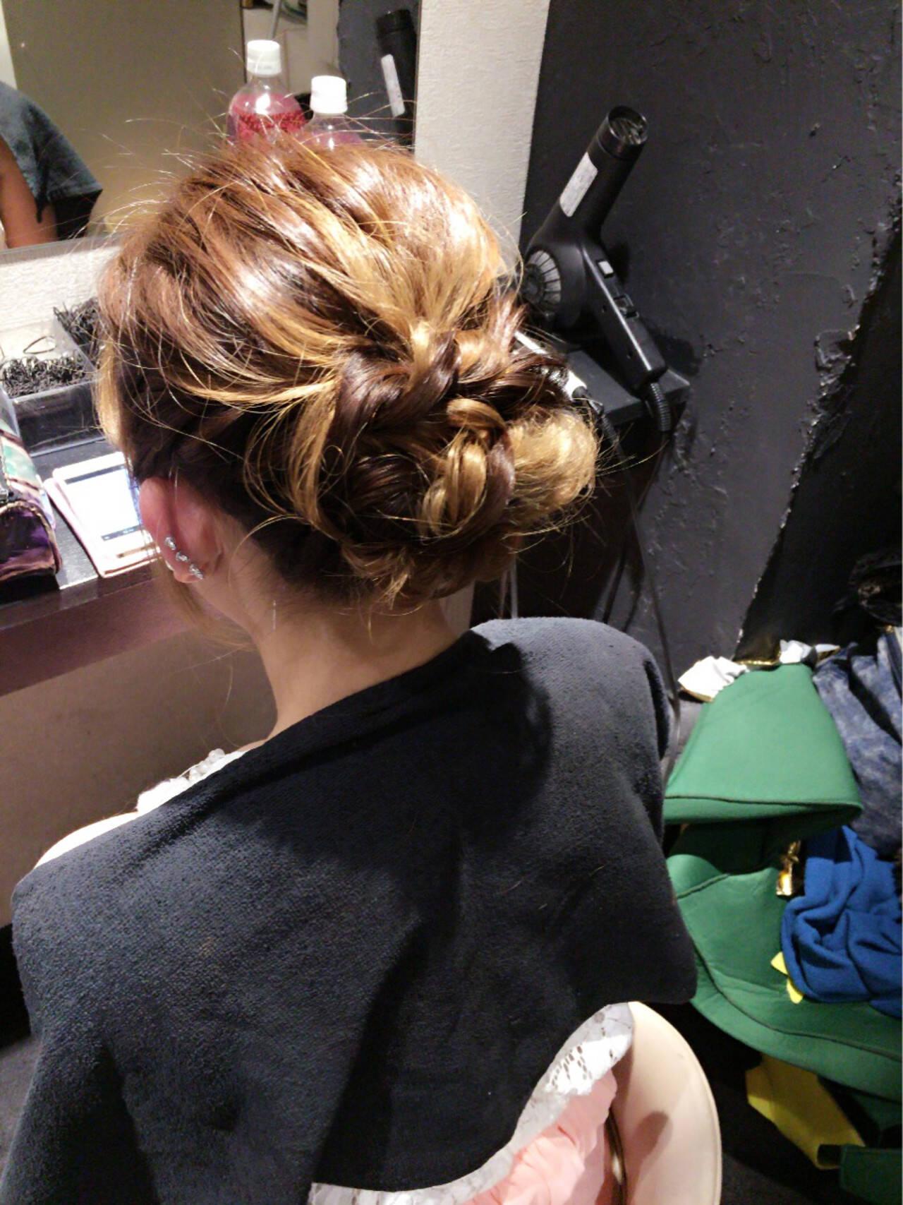 かわいい ナチュラル ミディアム ねじりヘアスタイルや髪型の写真・画像