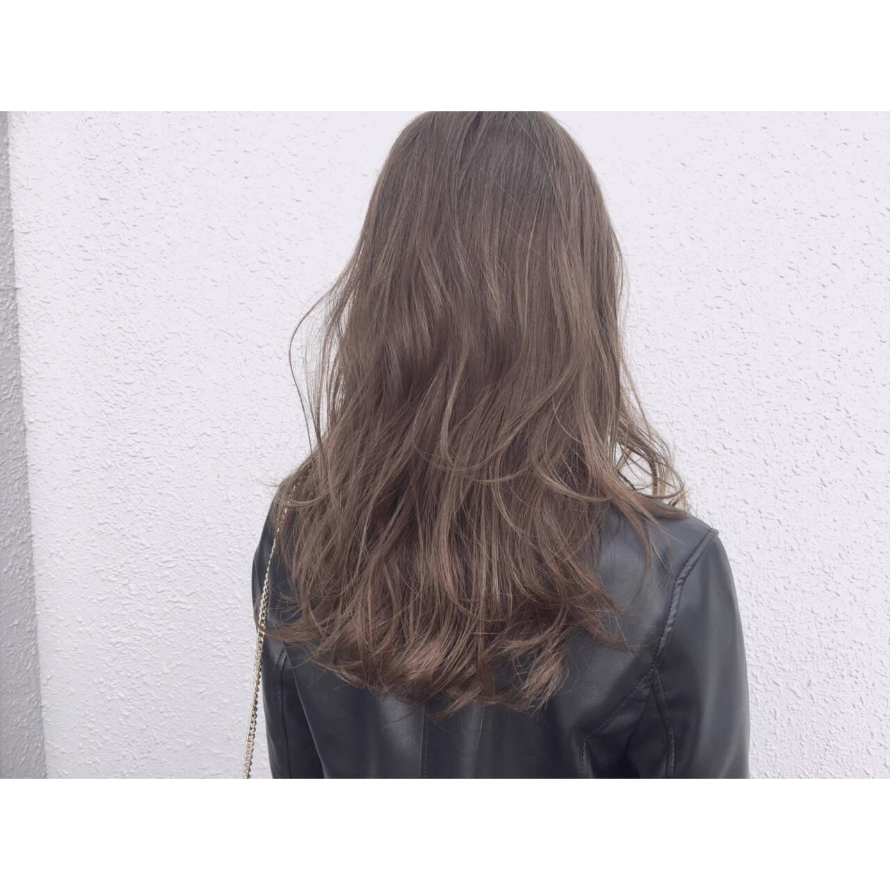 ゆるふわ アッシュ ハイライト セミロングヘアスタイルや髪型の写真・画像