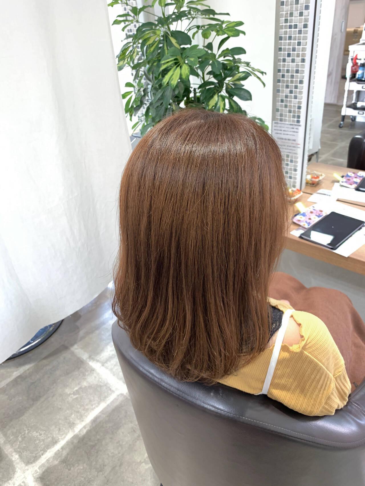 トレンド ナチュラルベージュ 艶髪 セミロングヘアスタイルや髪型の写真・画像