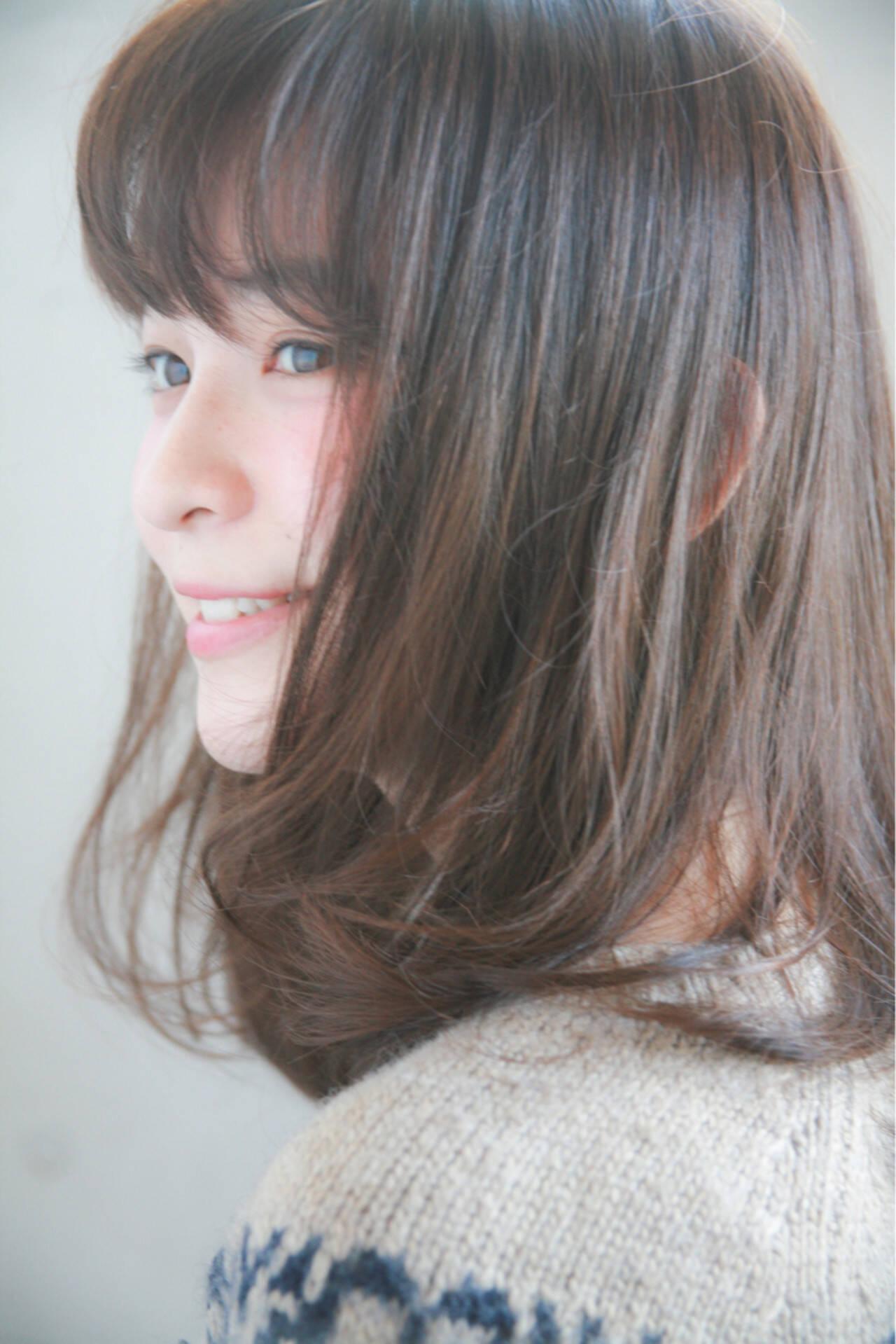 グレージュ アッシュ ナチュラル 前髪ありヘアスタイルや髪型の写真・画像