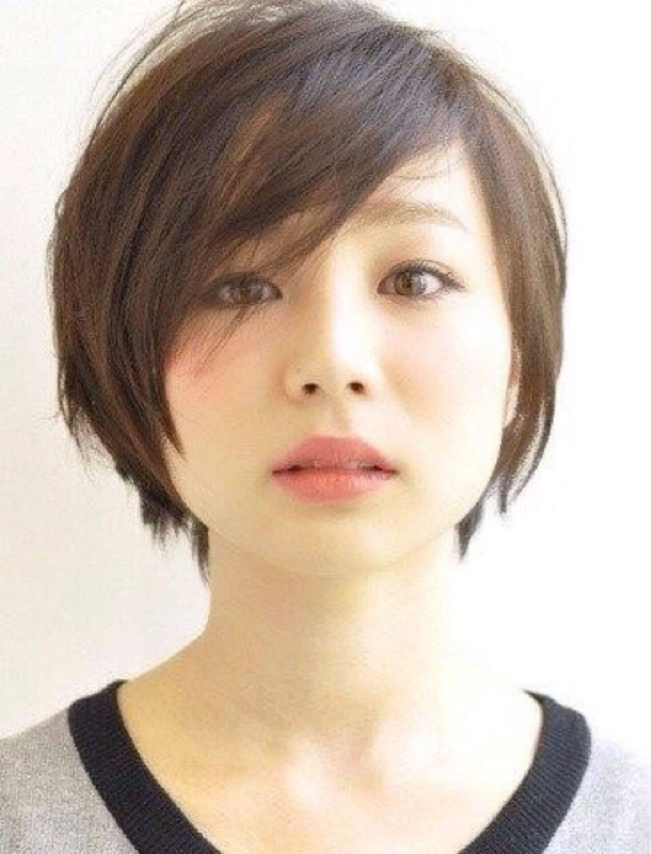 丸顔 黒髪 ショート 大人かわいいヘアスタイルや髪型の写真・画像