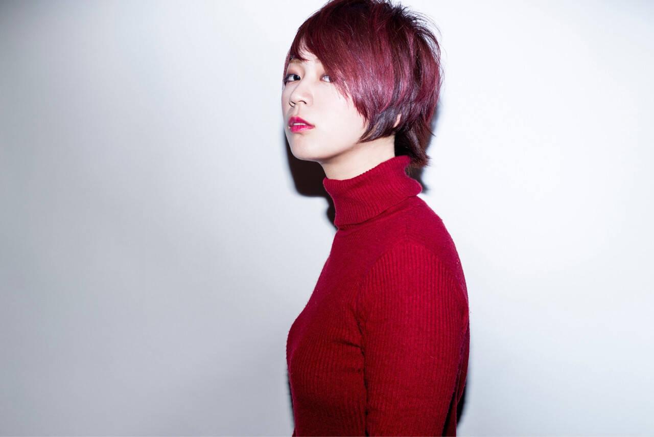 インナーカラー レッド ダブルカラー ショートヘアスタイルや髪型の写真・画像