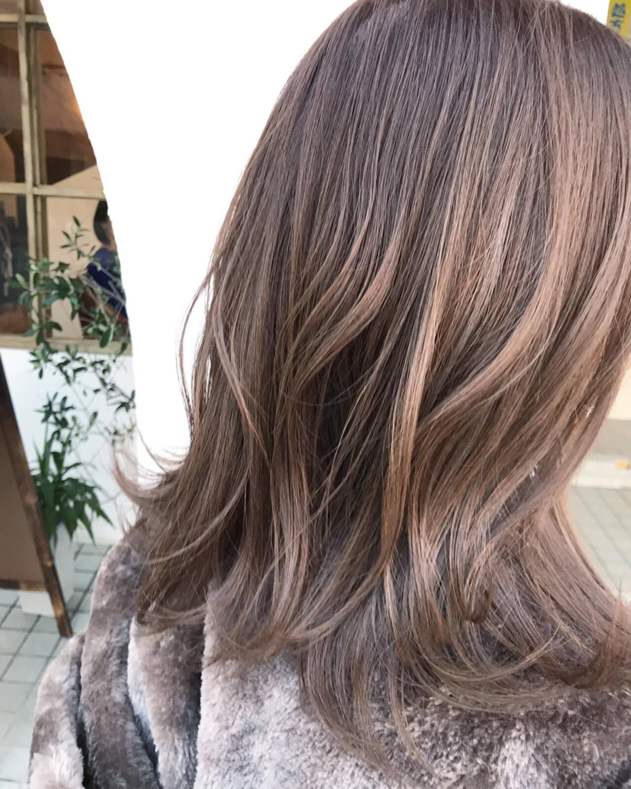 ベージュ 外国人風 ダブルカラー ミディアムヘアスタイルや髪型の写真・画像