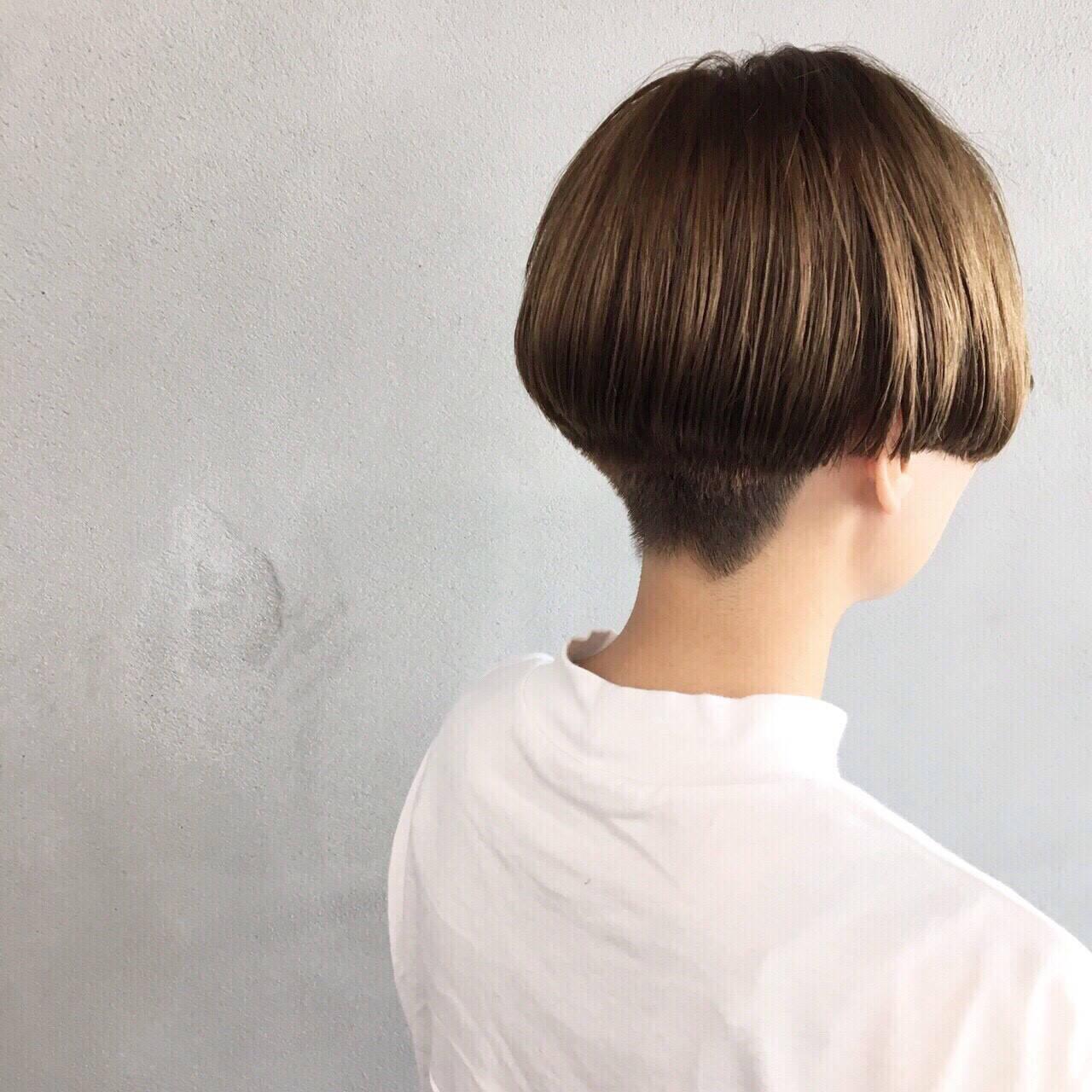 ナチュラル ショート 刈り上げ マッシュヘアスタイルや髪型の写真・画像