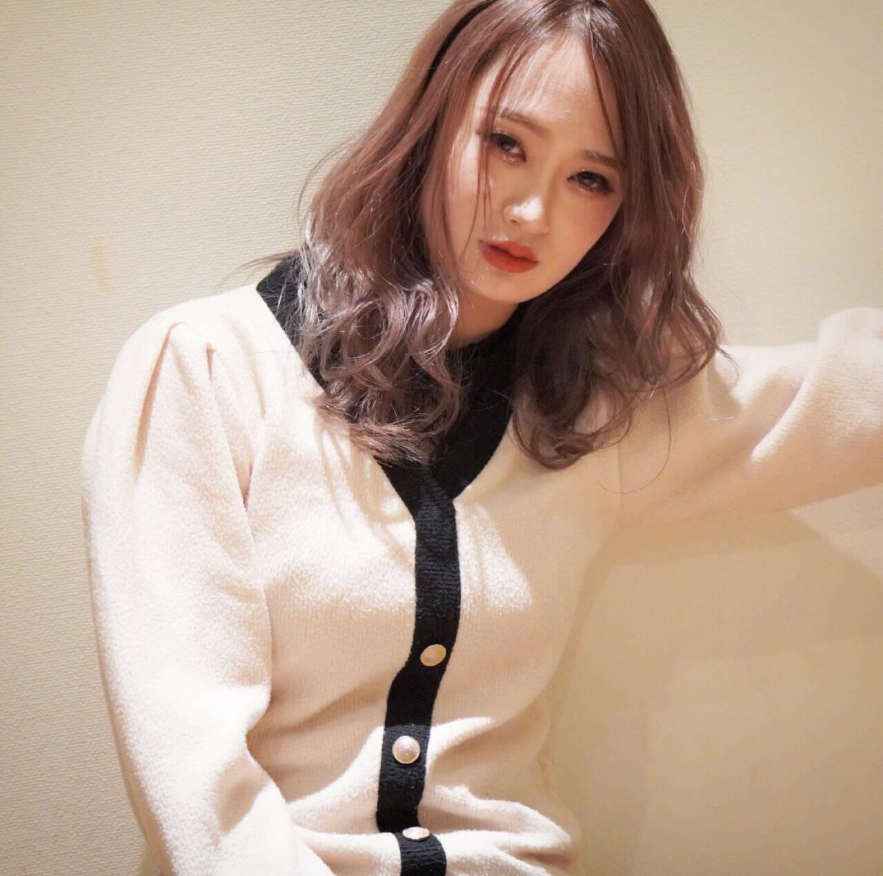 ハイトーン ヌーディベージュ ミルクティーベージュ ミルクティカラーヘアスタイルや髪型の写真・画像
